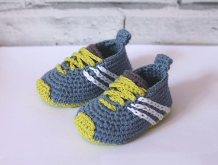 Super cute baby sneaker crochet pattern!